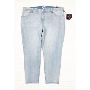 NWT Ava Stretchy Light Wash Skinny Jeans